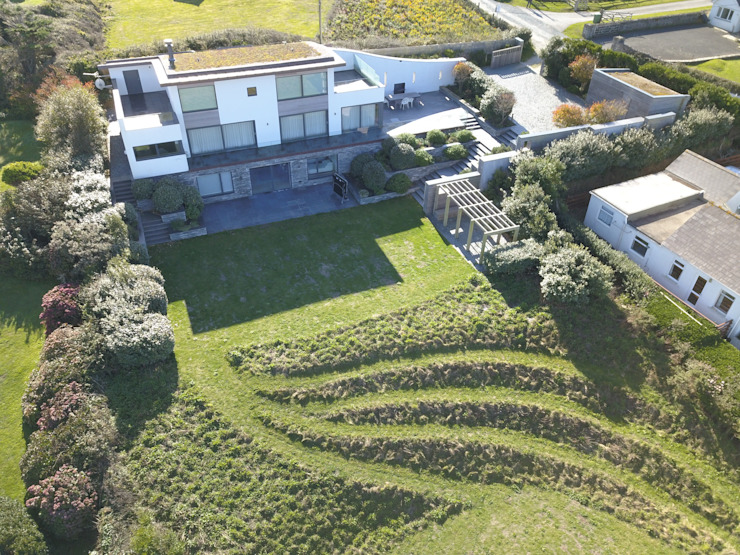 Sustainably build new build property in Cornwall Arco2 Architecture Ltd Modern garden