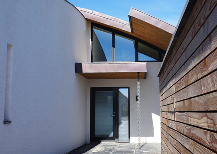 Irregular shaped curved roof on new build property. Arco2 Architecture Ltd Modern corridor, hallway & stairs