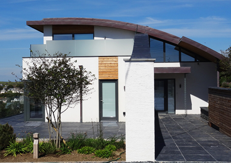 Modern building with a curved roof Arco2 Architecture Ltd Modern balcony, veranda & terrace