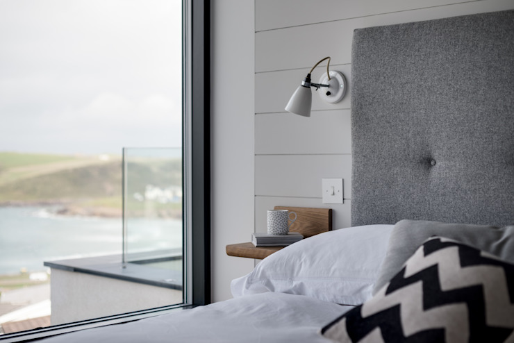 Bedroom with sea views. Arco2 Architecture Ltd Modern style bedroom
