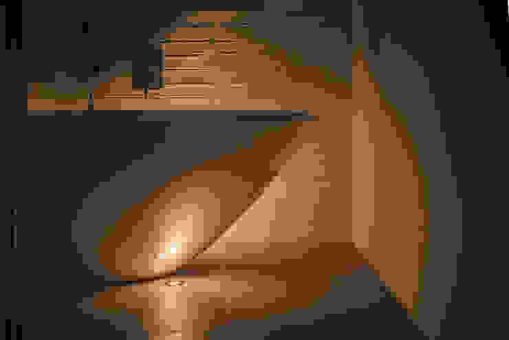 Floor uplighting around a free-standing bath Arco2 Architecture Ltd Modern bathroom