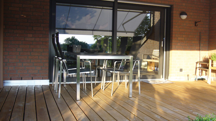 Eden B.V. Classic style balcony, veranda & terrace Wood Brown
