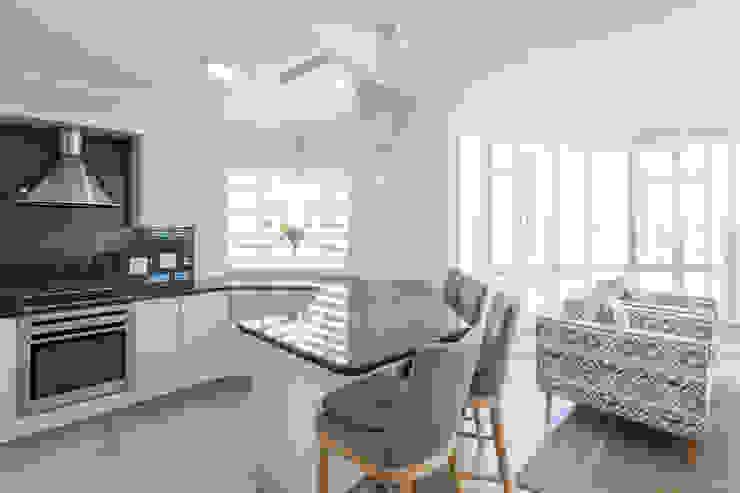 Beach Road - Strand Pavilion Interieur cc Kitchen units Solid Wood Grey