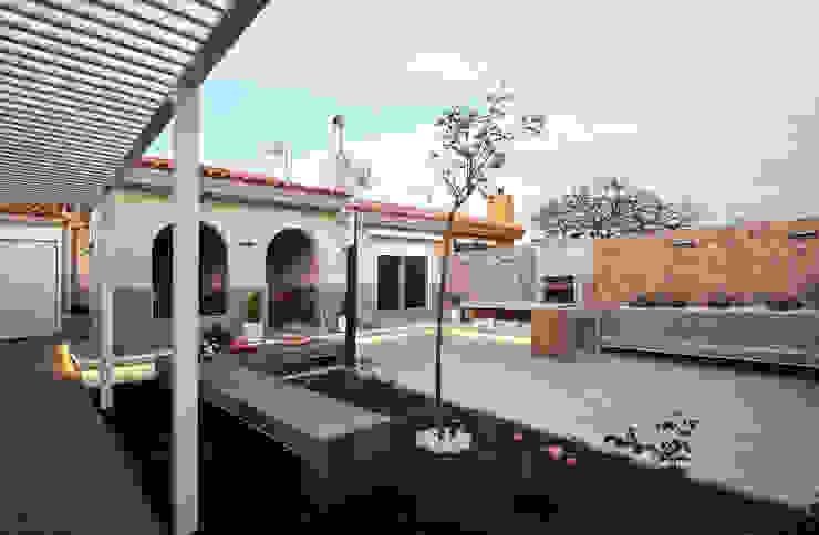 Jardín de entrada a vivienda Activ-a Servicios profesionales de arquitectos Jardines delanteros