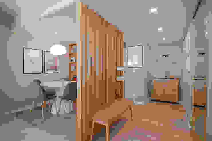 Entrada/Hall - Apartamento em Lisboa - Shi Studio Interior Design ShiStudio Interior Design Corredores, halls e escadas modernos
