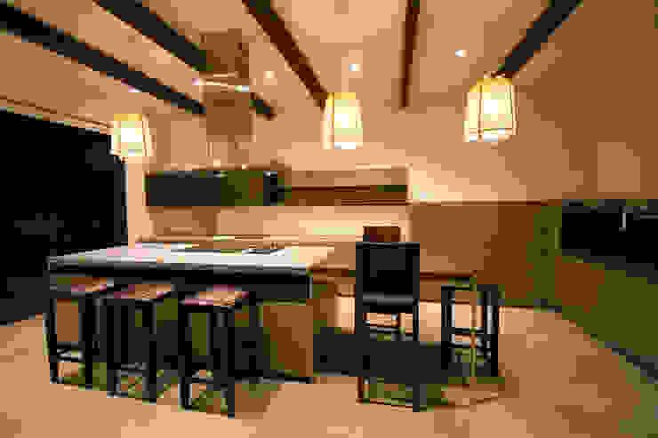 Casa en La Calera Cundinamarca. Conjunto Bosques de Granada y Cayunda Arquitectos y Entorno S.A.S Cocinas integrales