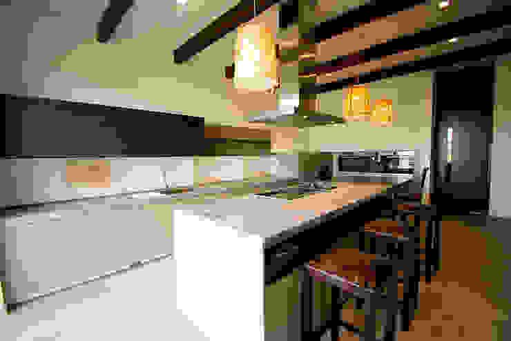 Casa en La Calera Cundinamarca. Conjunto Bosques de Granada y Cayunda Arquitectos y Entorno S.A.S Armarios de cocinas