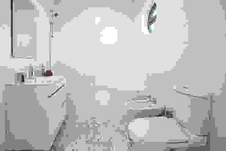 Staging Factory Modern bathroom