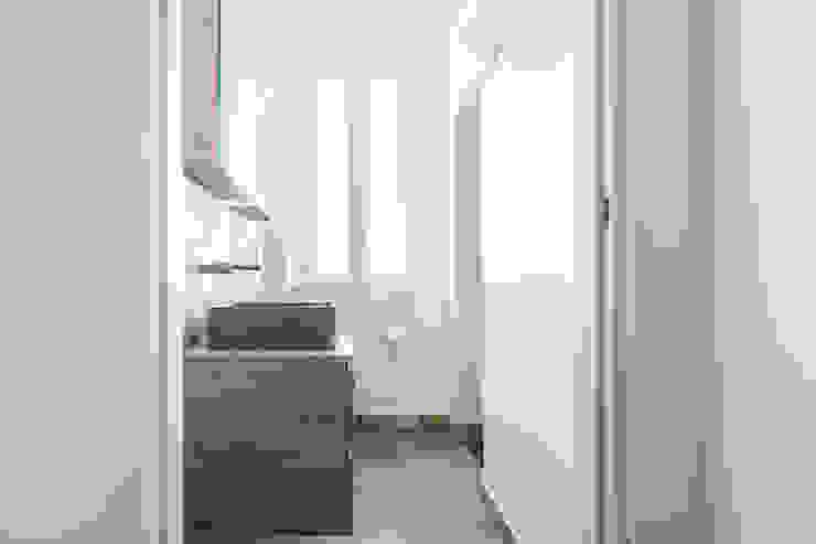 Facile Ristrutturare Baños de estilo minimalista