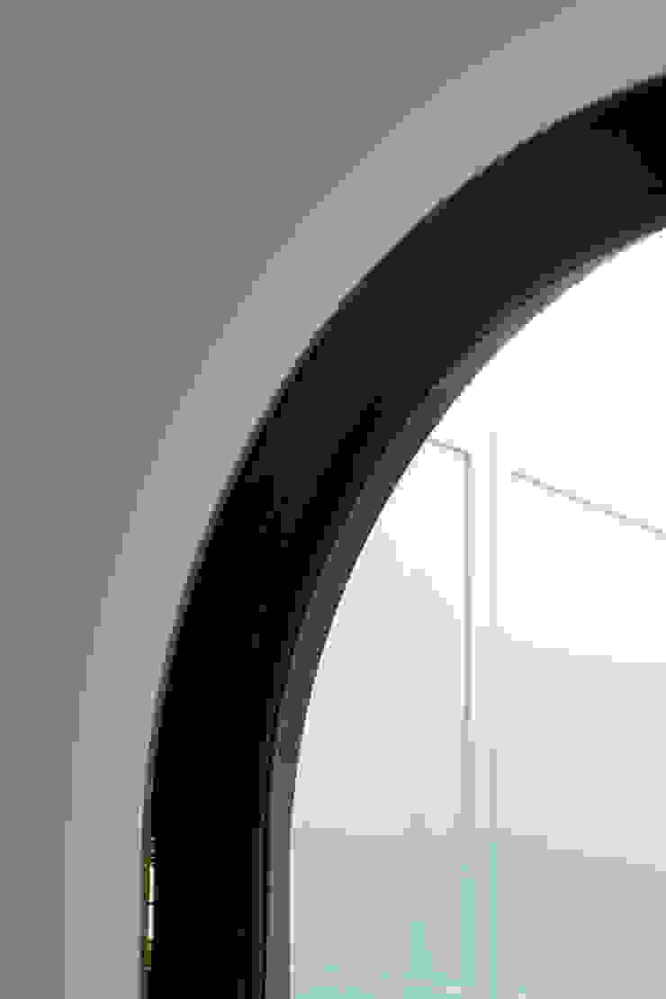 MLL | Balanced Contradictions PLUS ULTRA studio Finestre & PortePorte