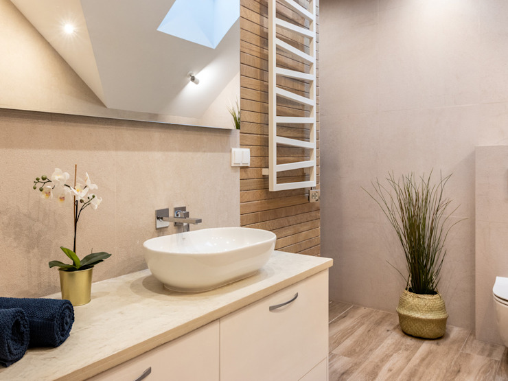 Studio4Design Modern bathroom Tiles Beige
