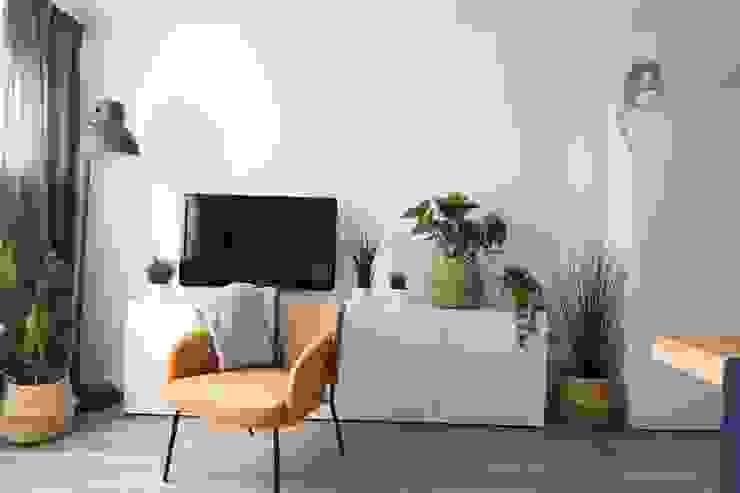 Studio4Design Modern living room Concrete White