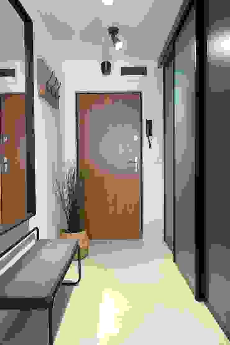 Studio4Design Modern Corridor, Hallway and Staircase Wood Turquoise