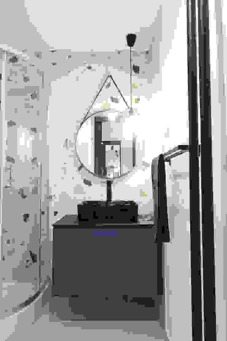 Studio4Design Modern style bathrooms Tiles Blue