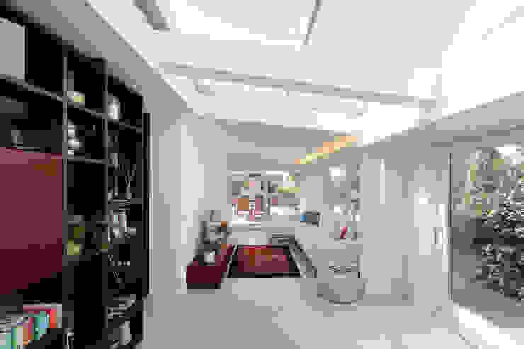 Casa Ripamonti Soggiorno moderno di Dome Milano Studio Moderno