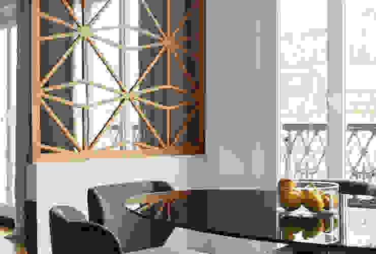 Lichelle Silvestry Interiors - Magenta Lichelle Silvestry Interiors Salle à manger moderne Verre Bleu