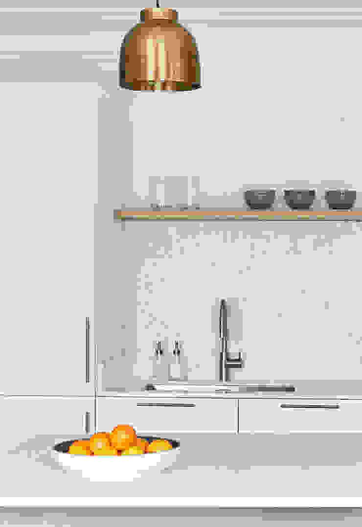 Lichelle Silvestry Interiors - Magenta Lichelle Silvestry Interiors Cuisine intégrée