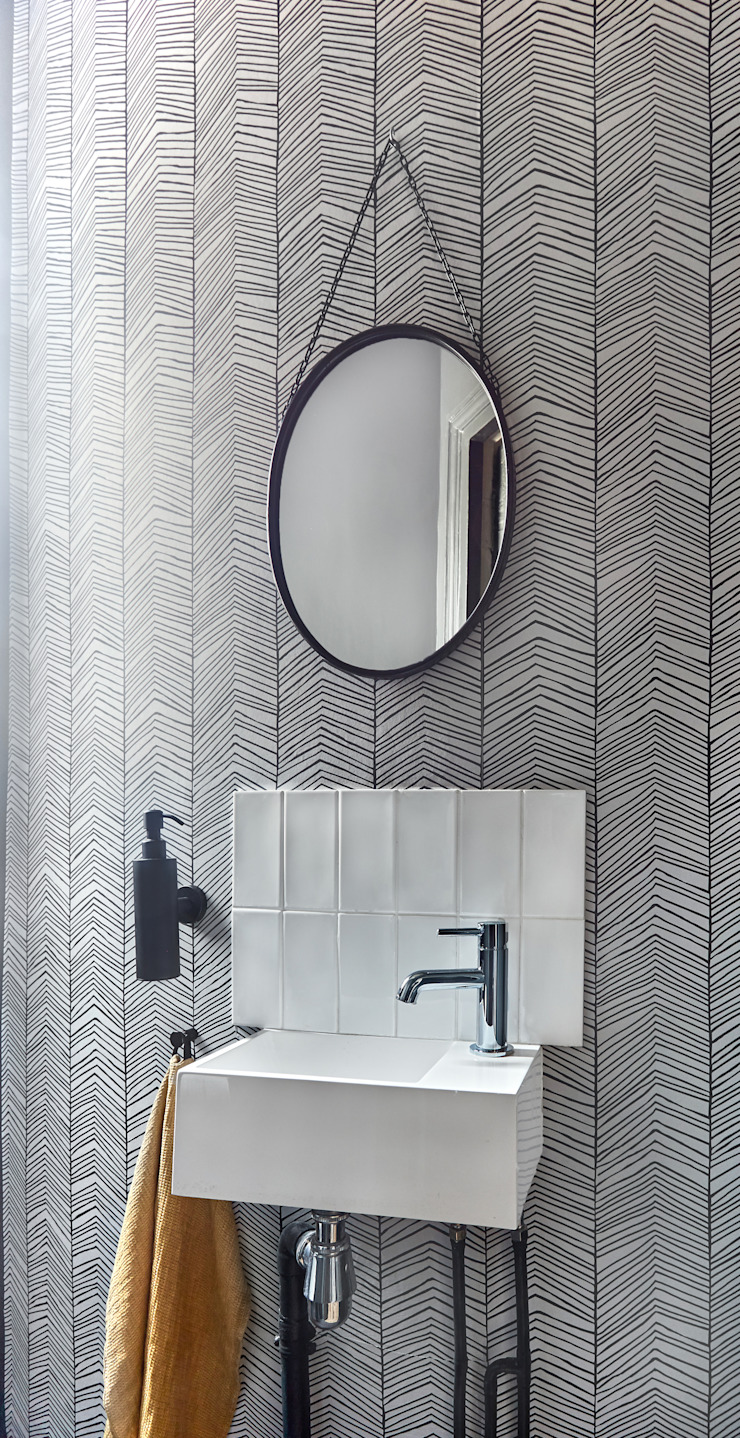 Lichelle Silvestry Interiors - Magenta Lichelle Silvestry Interiors Salle de bain moderne