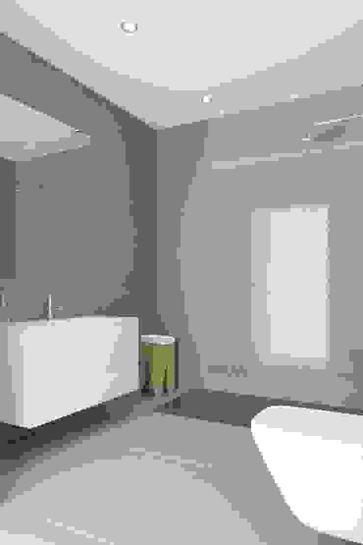 Propriété Générale International Real Estate BathroomMedicine cabinets