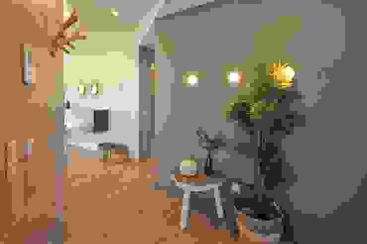 Propriété Générale International Real Estate Corridor, hallway & stairsAccessories & decoration