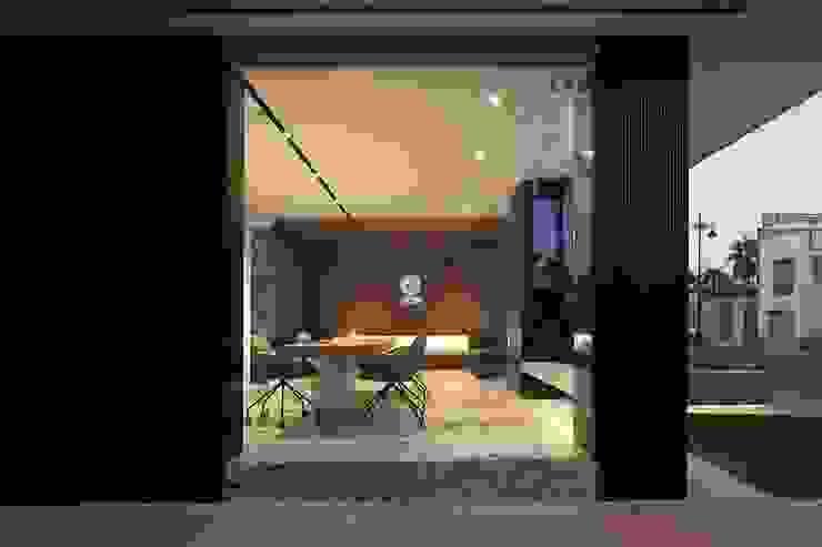 Fachada exterior de las Oficinas ONE Oficinas y tiendas de estilo moderno de MANUEL GARCÍA ASOCIADOS Moderno