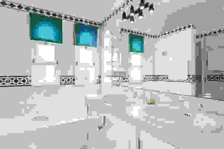 Propriété Générale International Real Estate BathroomBathtubs & showers