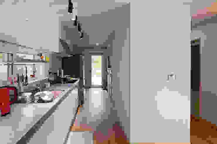 """[양평농가주택] 지중해 스타일로 멋을 낸 자연과 잘 어울리는 양평농가주택 """"동동하우스"""" 위드하임 주방 설비"""