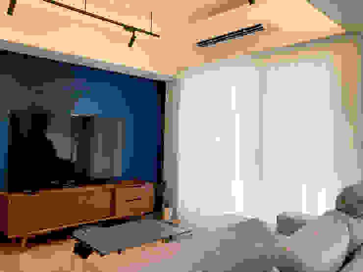 MSBT 幔室布緹 Salas de estilo moderno Compuestos de madera y plástico Azul