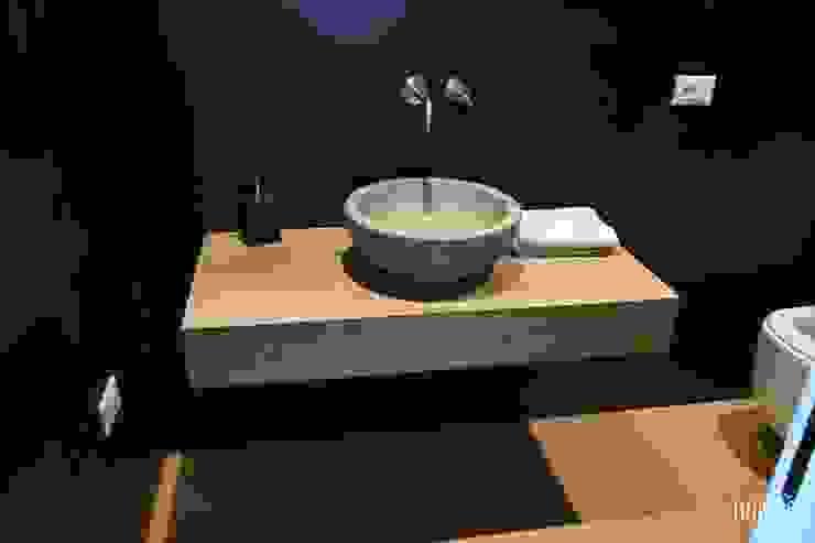 Essenziale Bagno moderno di Rampon Bros. Moderno