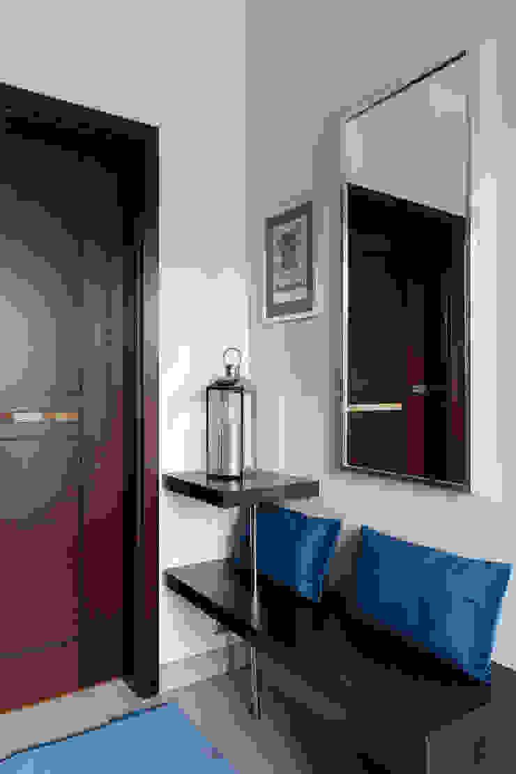IDEALS . Marta Jaślan Interiors Modern Corridor, Hallway and Staircase