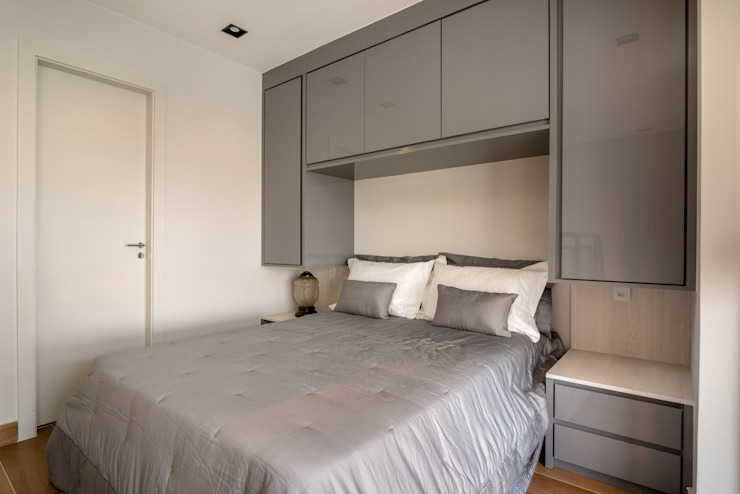 Spazhio Croce Interiores BedroomWardrobes & closets Kayu Grey