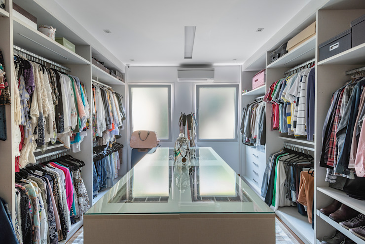 Spazhio Croce Interiores 更衣室衣櫥與櫥櫃 玻璃 White