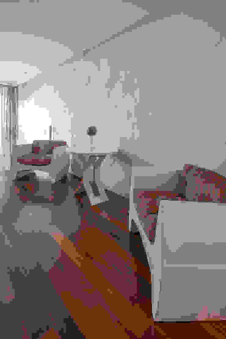 Spazhio Croce Interiores 家居用品配件與裝飾品 木頭 Beige