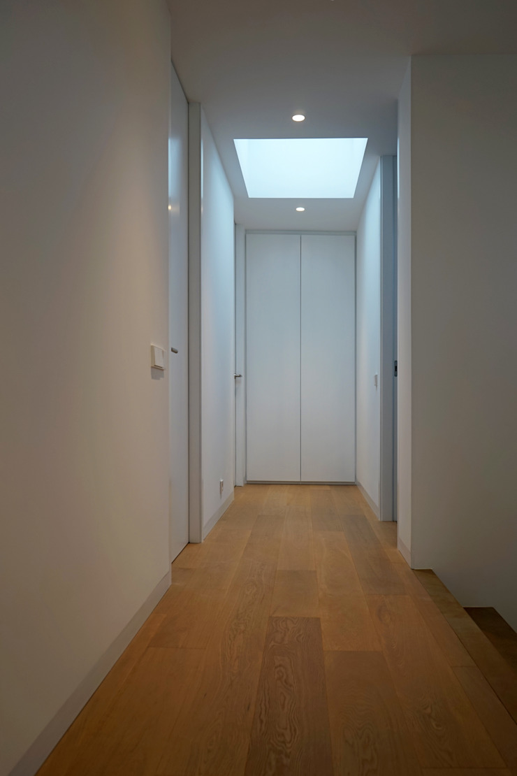 AD+ arquitectura Modern Corridor, Hallway and Staircase Wood Brown