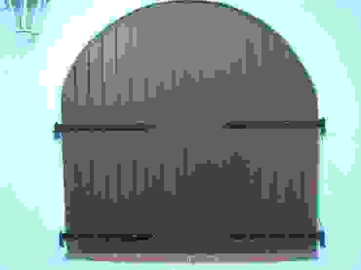 PORTICÓN EXTERIOR CLÁSICO EN ALUMINIO COLOR MARRÓN DEVENTANAS.COM Puertas y ventanas de estilo clásico Aluminio/Cinc Marrón