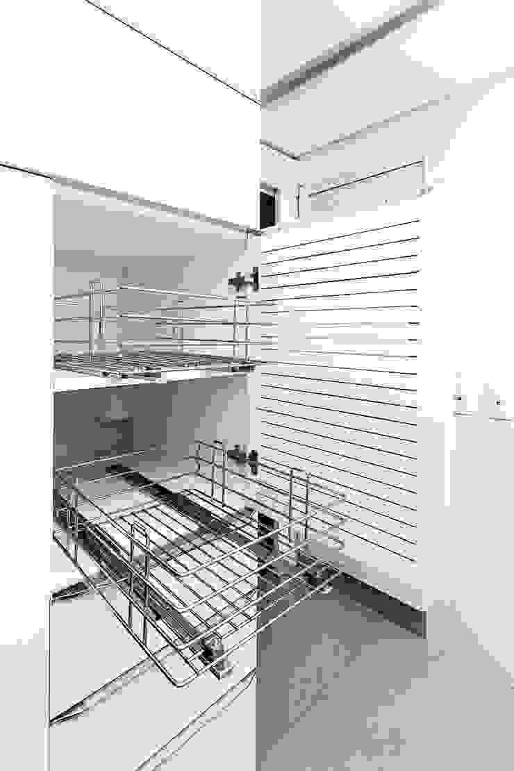 Raphael Civille Arquitetura Modern kitchen