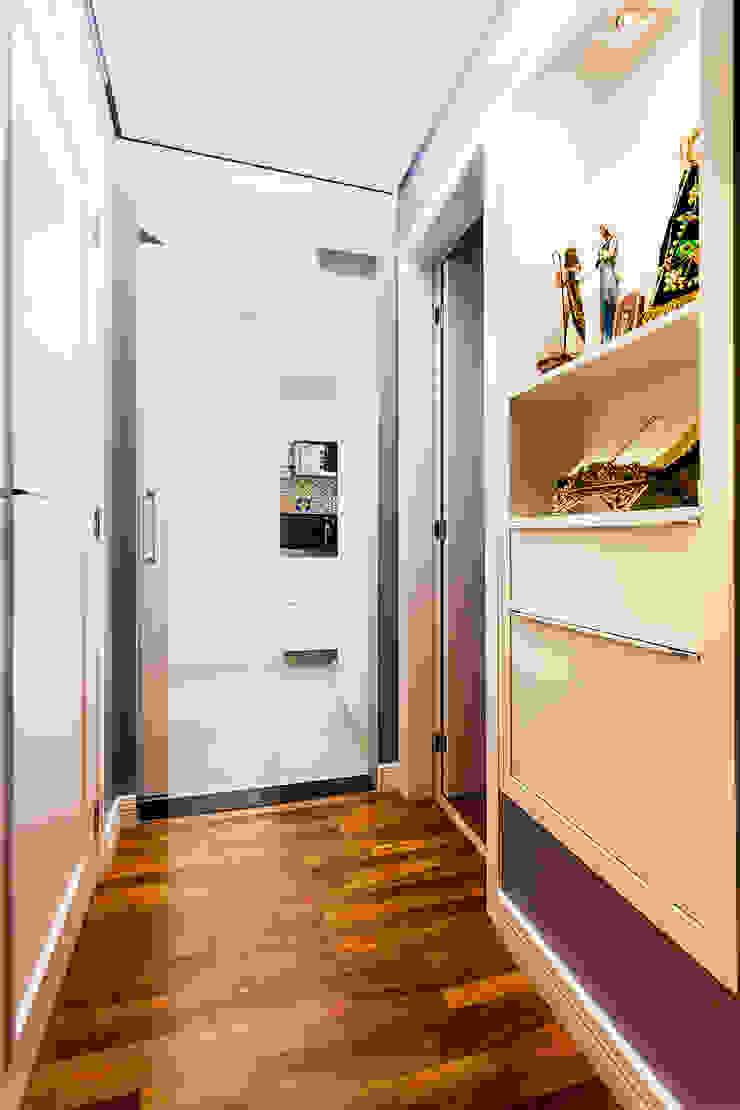 Raphael Civille Arquitetura Modern corridor, hallway & stairs