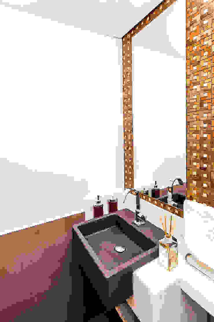Raphael Civille Arquitetura Modern bathroom