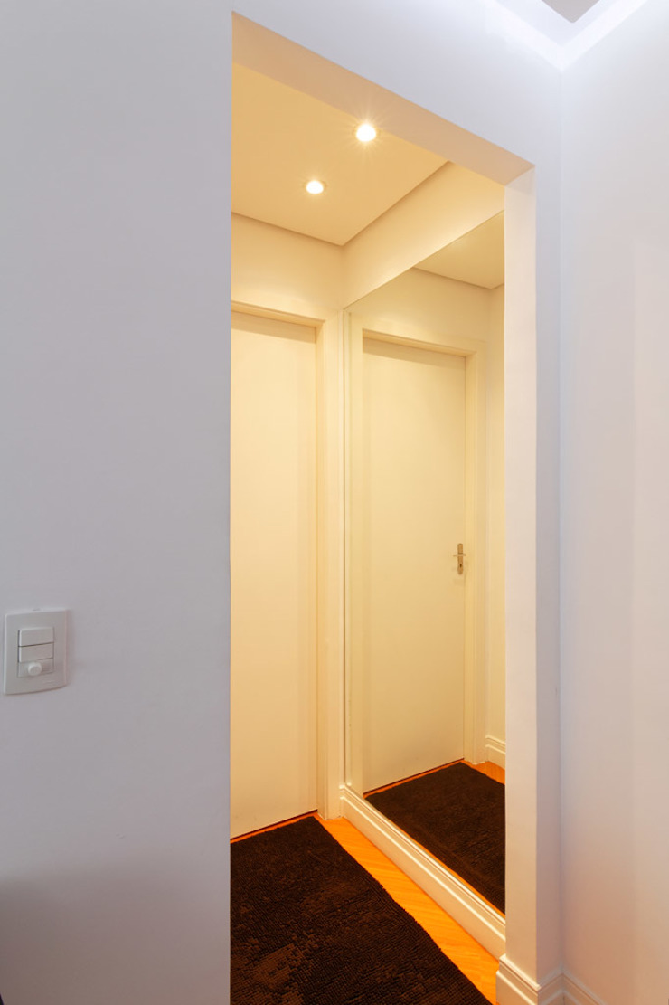 Raphael Civille Arquitetura Scandinavian style corridor, hallway& stairs