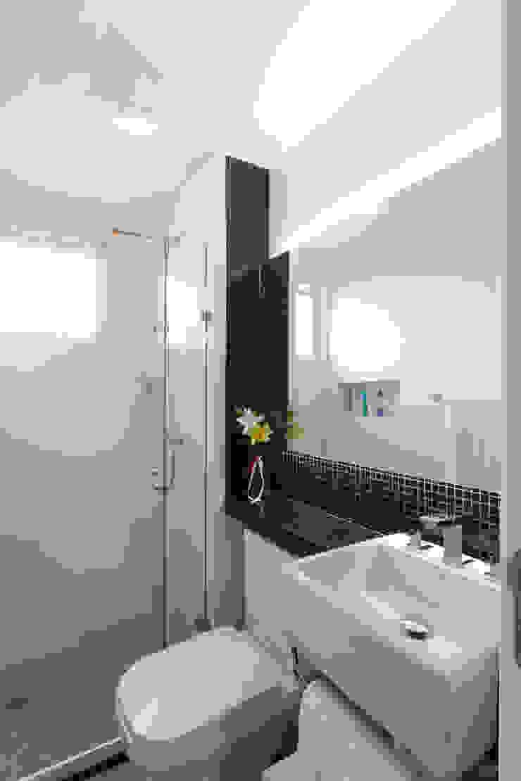 Raphael Civille Arquitetura Scandinavian style bathroom