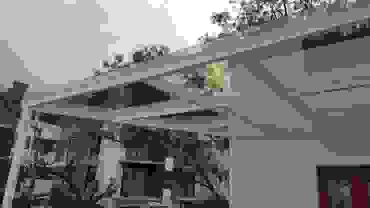 Casa Las ´Águilas Merkalum Balcón Vidrio Blanco