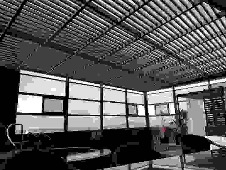 Hotel V Periférico Sur Merkalum Balcones y terrazas modernos: Ideas, imágenes y decoración Aluminio/Cinc Gris