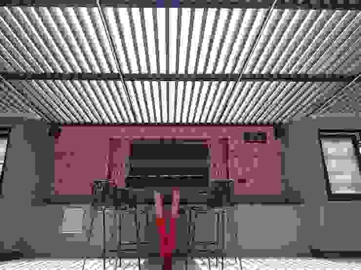 Hotel V Periférico Norte Merkalum Balcones y terrazas modernos: Ideas, imágenes y decoración Vidrio Gris