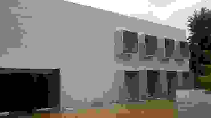 PANEL DE ALUMINIO Merkalum Oficinas de estilo moderno Aluminio/Cinc Metálico/Plateado