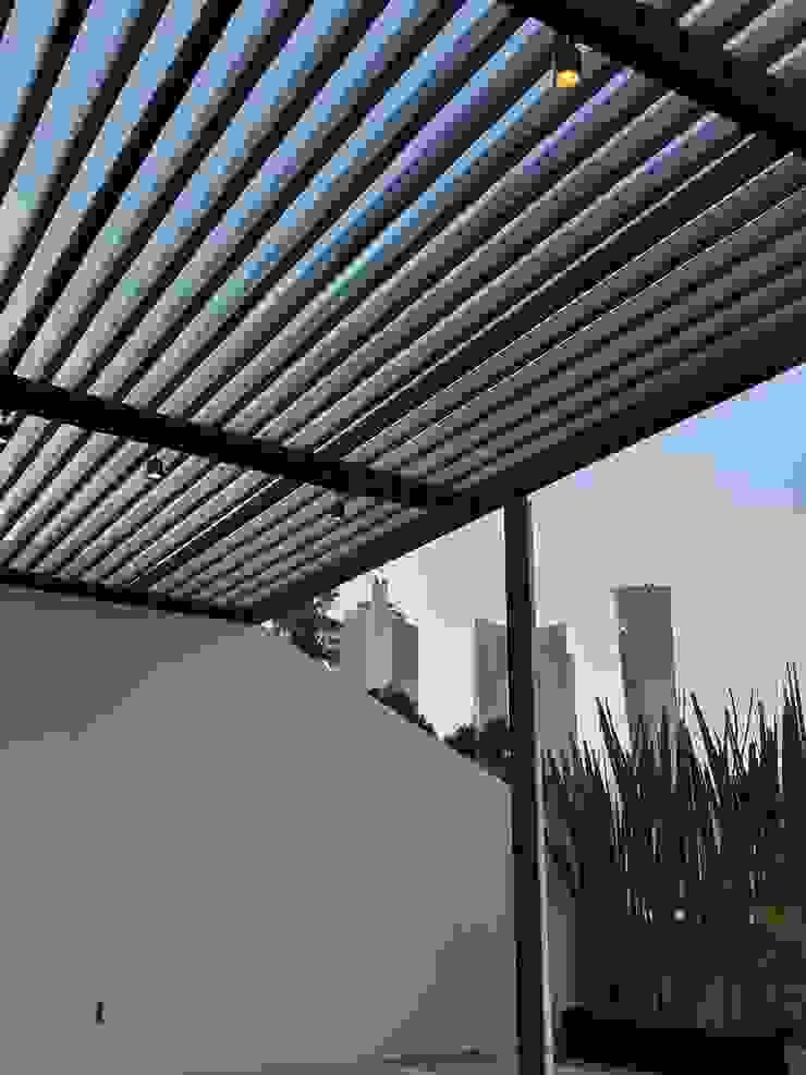Departamento Roma Sur Merkalum Balcones y terrazas modernos: Ideas, imágenes y decoración Vidrio Negro