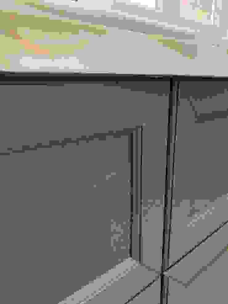Falegnameria su misura KitchenCabinets & shelves Kayu Grey