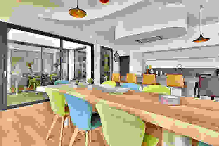 Table Bois Massif Suar Brunel Architecture Salle à manger moderne
