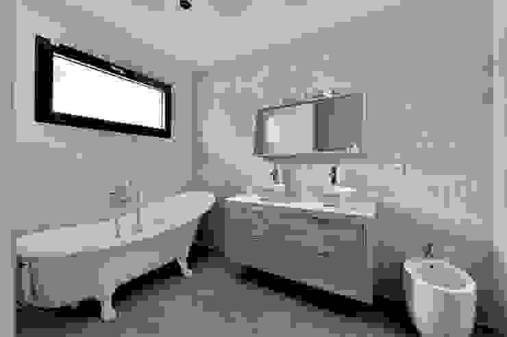 Villa Nages et Solorgues Brunel Architecture Salle de bain méditerranéenne