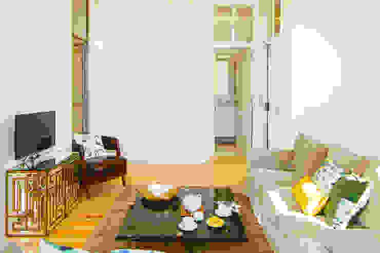 SALA DE ESTAR. SEJOUR. LIVING ROOM MA.TERIA. ARCHITECTURE SOLUTIONS Salas de estar ecléticas Pedra Branco