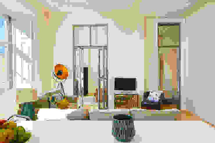 SALA DE ESTAR. SEJOUR. LIVING ROOM MA.TERIA. ARCHITECTURE SOLUTIONS Salas de estar ecléticas Branco